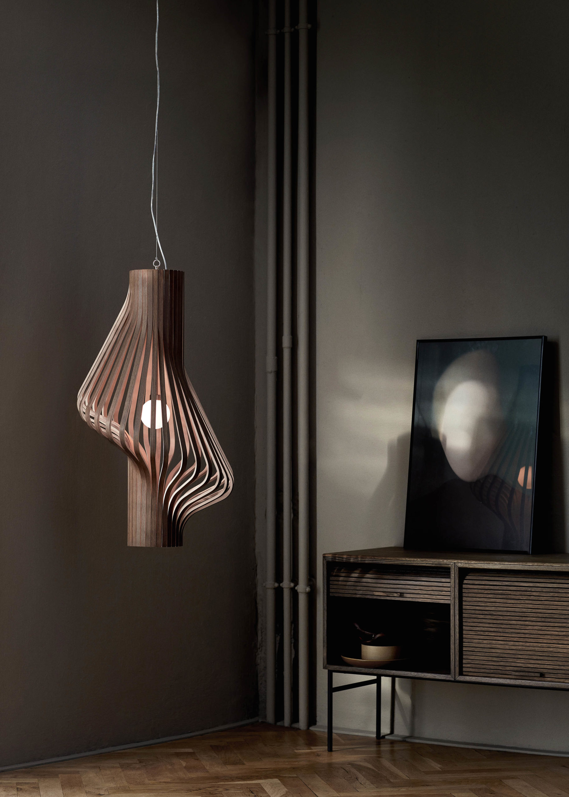 Diva_smoked_oak_pendant - Northern_photo_Chris_Tonnesen - Low