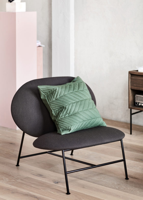Oblong_lounge_chair_dark grey_with_Case - Northern_Photo_Chris_ Tonnesen - Low res