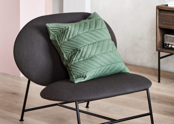 Oblong_lounge_chair_dark grey_with_Case - Northern