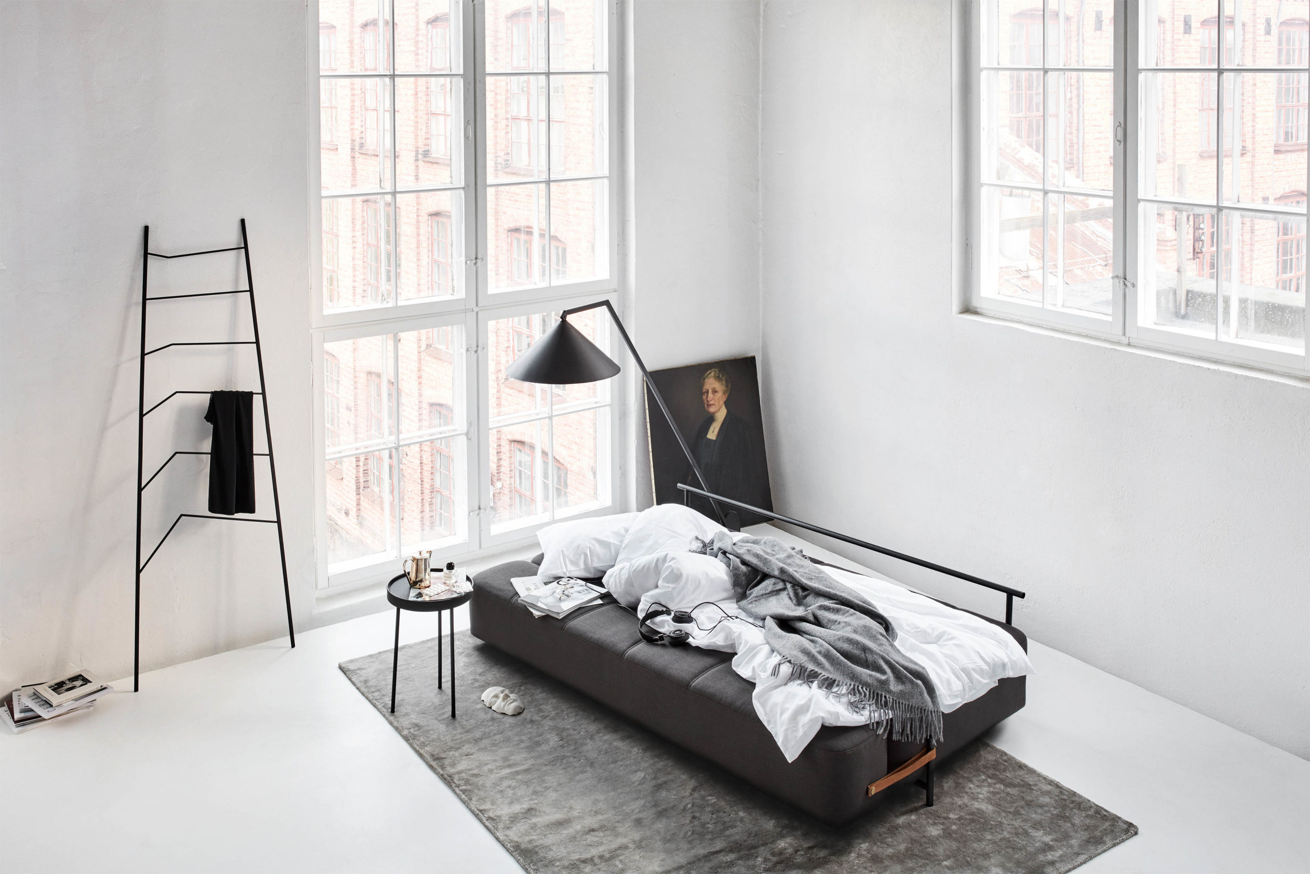 Daybe_grey_bed_top-view - Northern_Photo_Chris_ Tonnesen - Low res