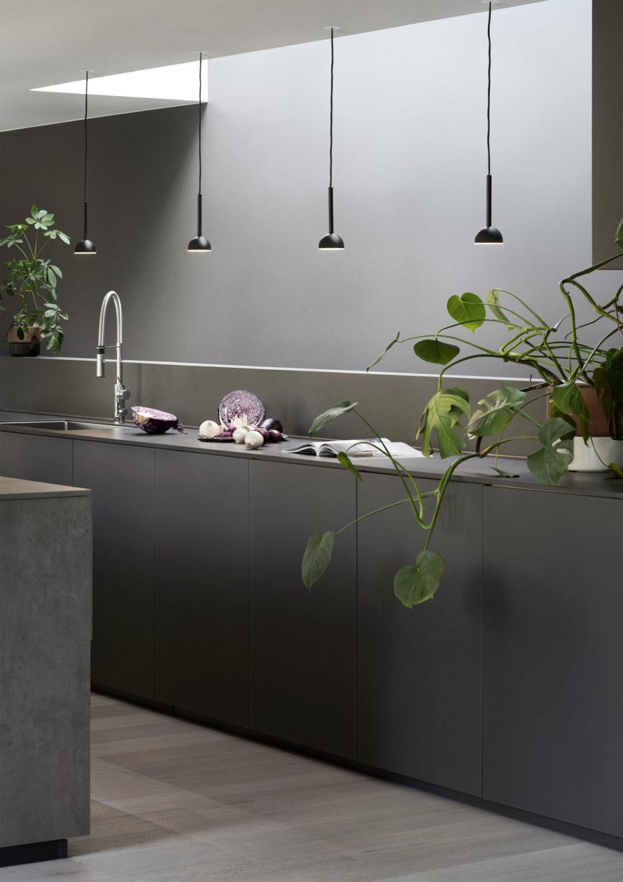 Blush_pendant_black_kitchen- Northern_Photo_Chris_Tonnesen - Low res