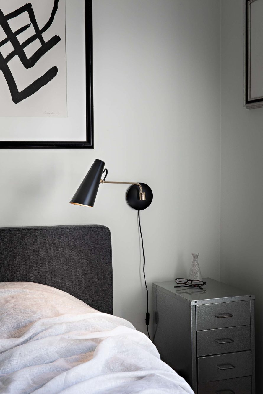 Birdy_wall_lamp_black_steel_bed_Northern_Photo_Anne_Andersen_Low-res