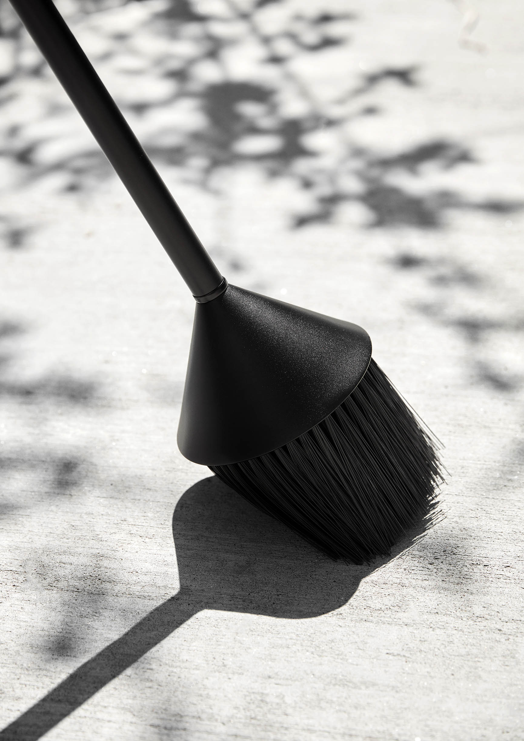 Mim_black_sweep_outside-Northern-Photo_Chris_Tonnesen_Low-res