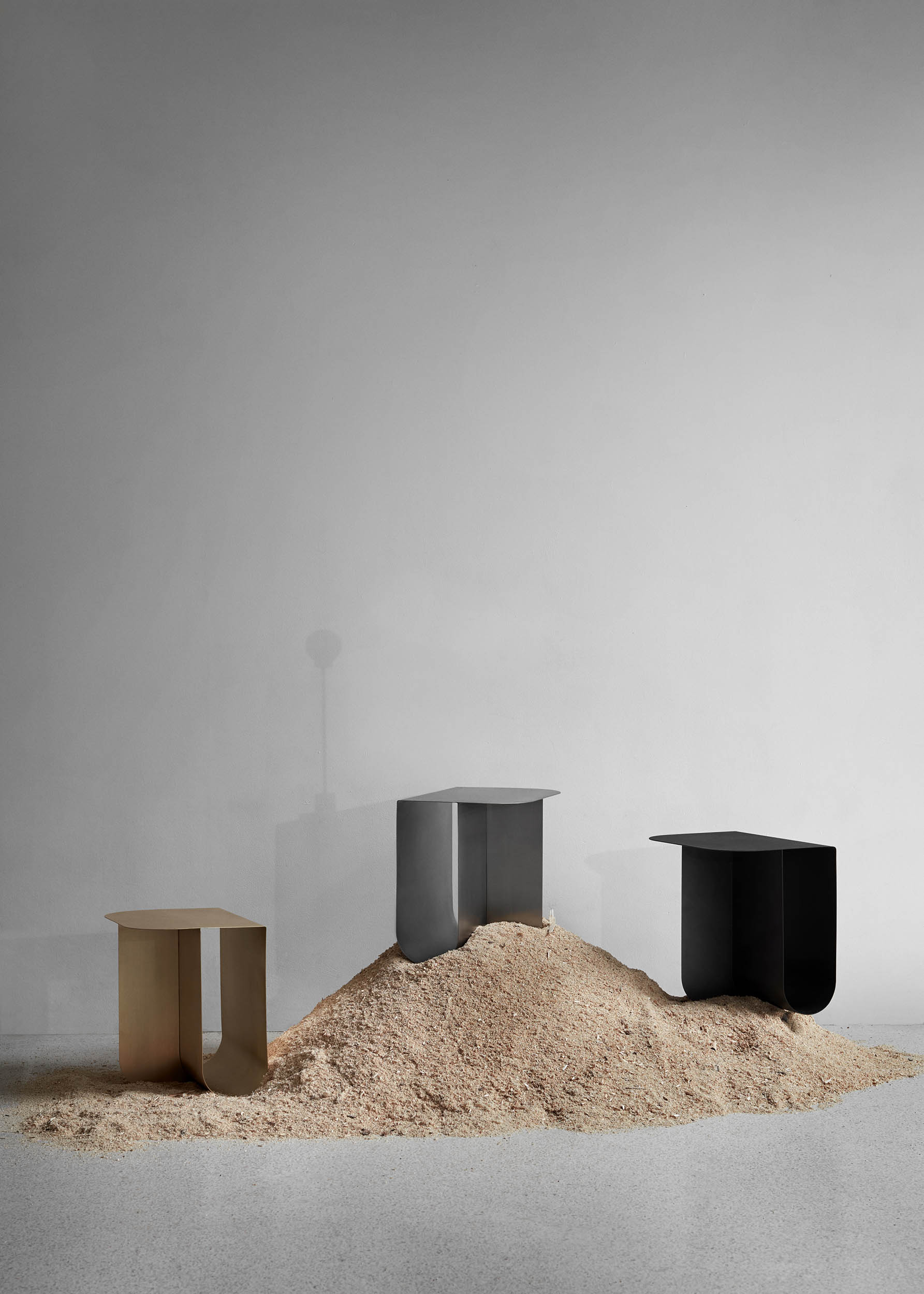 Mass_table_3colours_sawdust_illusion_Northern_photo_Chris_Tonnesen-Low-res