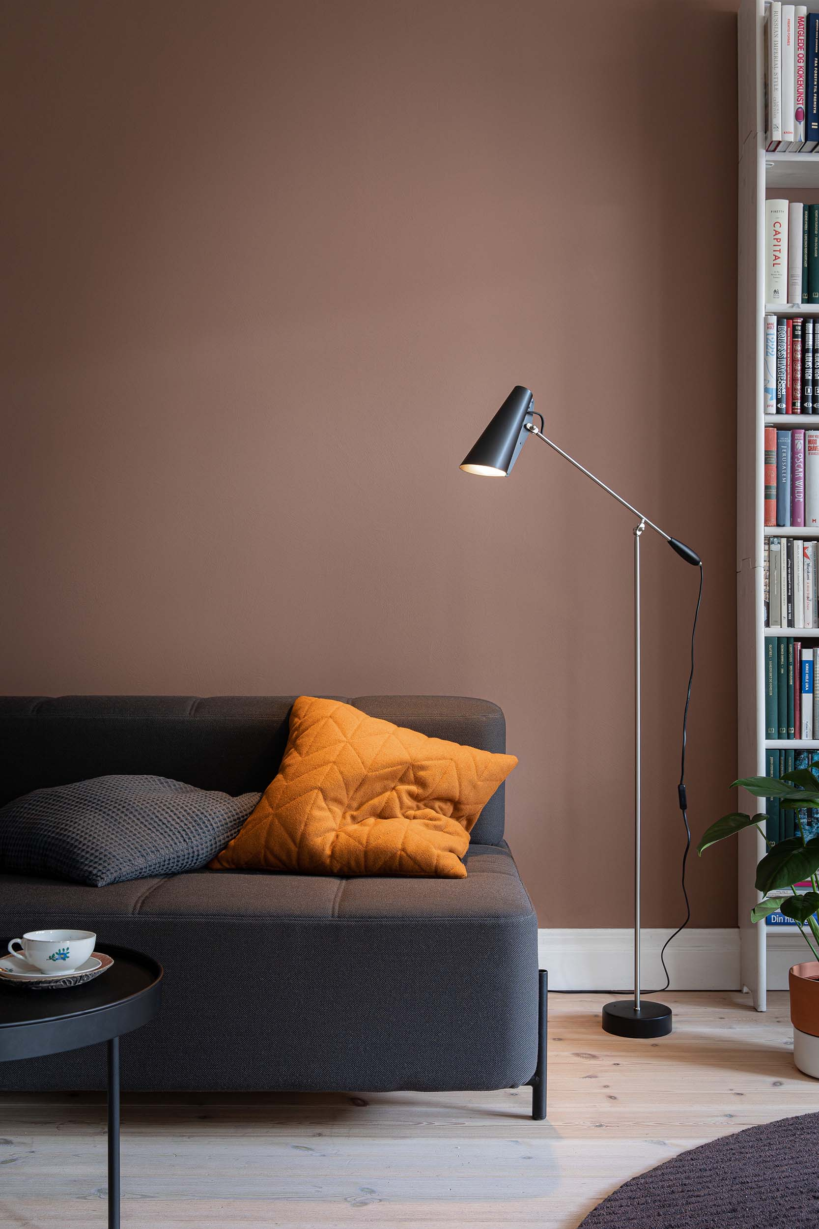 Birdy_floor_lamp_black_steel_daybe_Northern