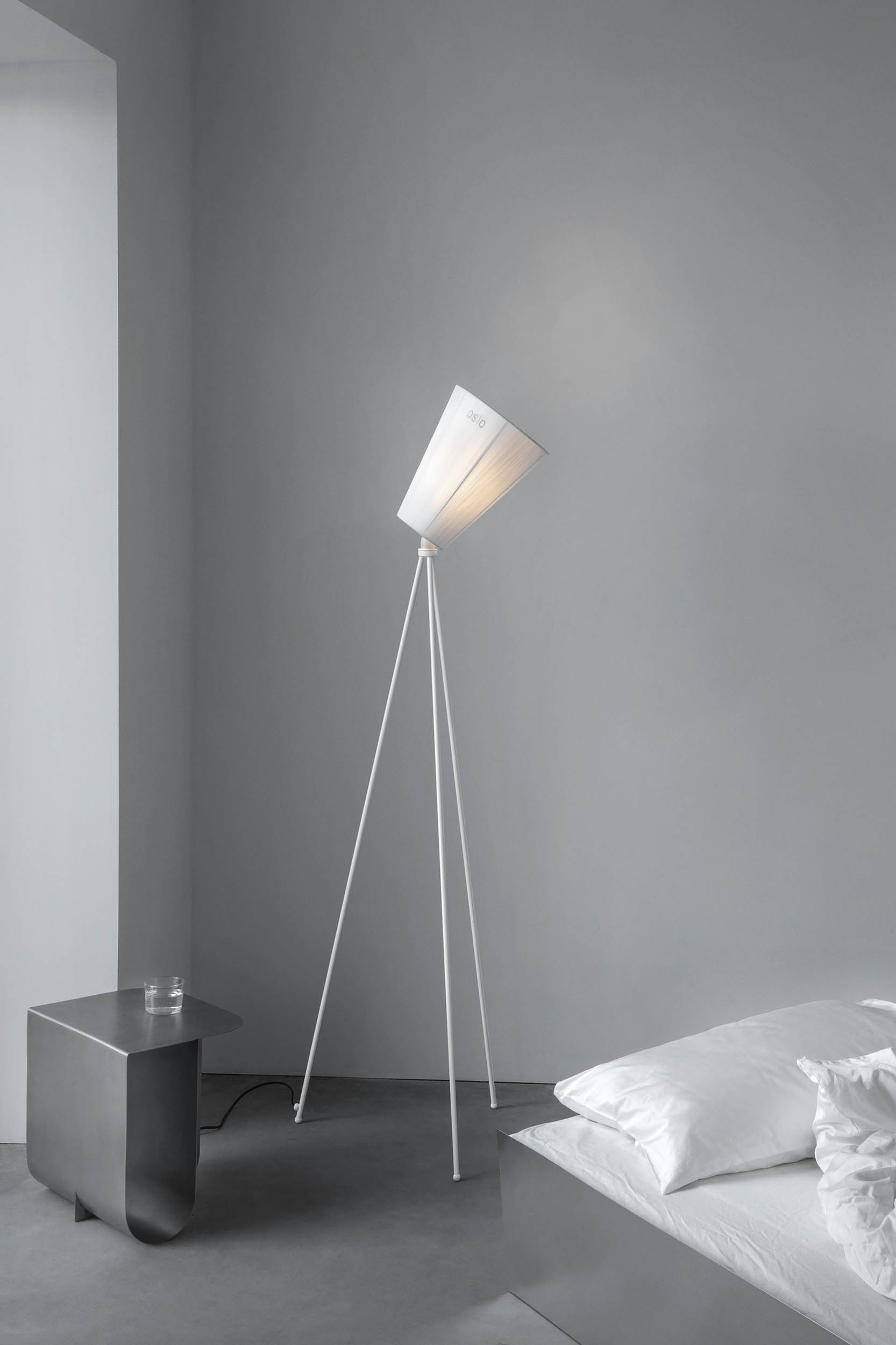 Oslo_Wood_lamp_white_white_bedroom_Northern
