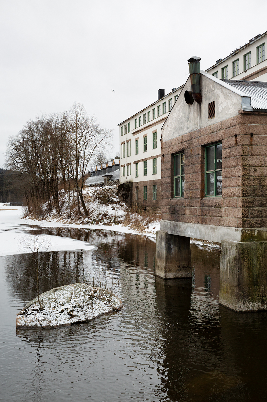 Studio_visit_Morten_Jonas_outside_Northern_Ph_Inger_Marie_Grini_Low.