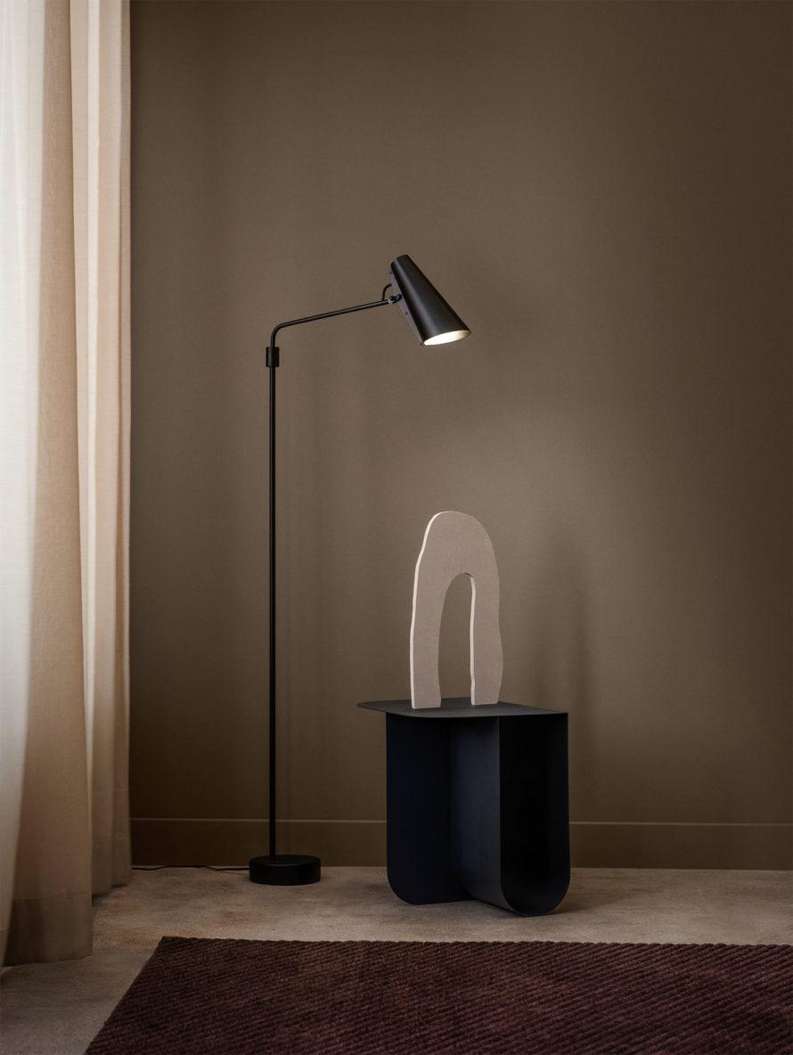 Birdy_floor_lamp_swing_black_Northern_Photo_Einar_Aslaksen_Low-res