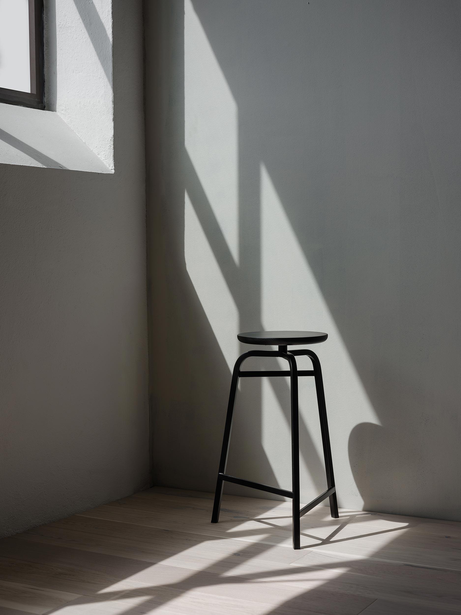 Treble_bar_stool_black_corner_Northern_Photo_Einar_Aslaksen_Low-res