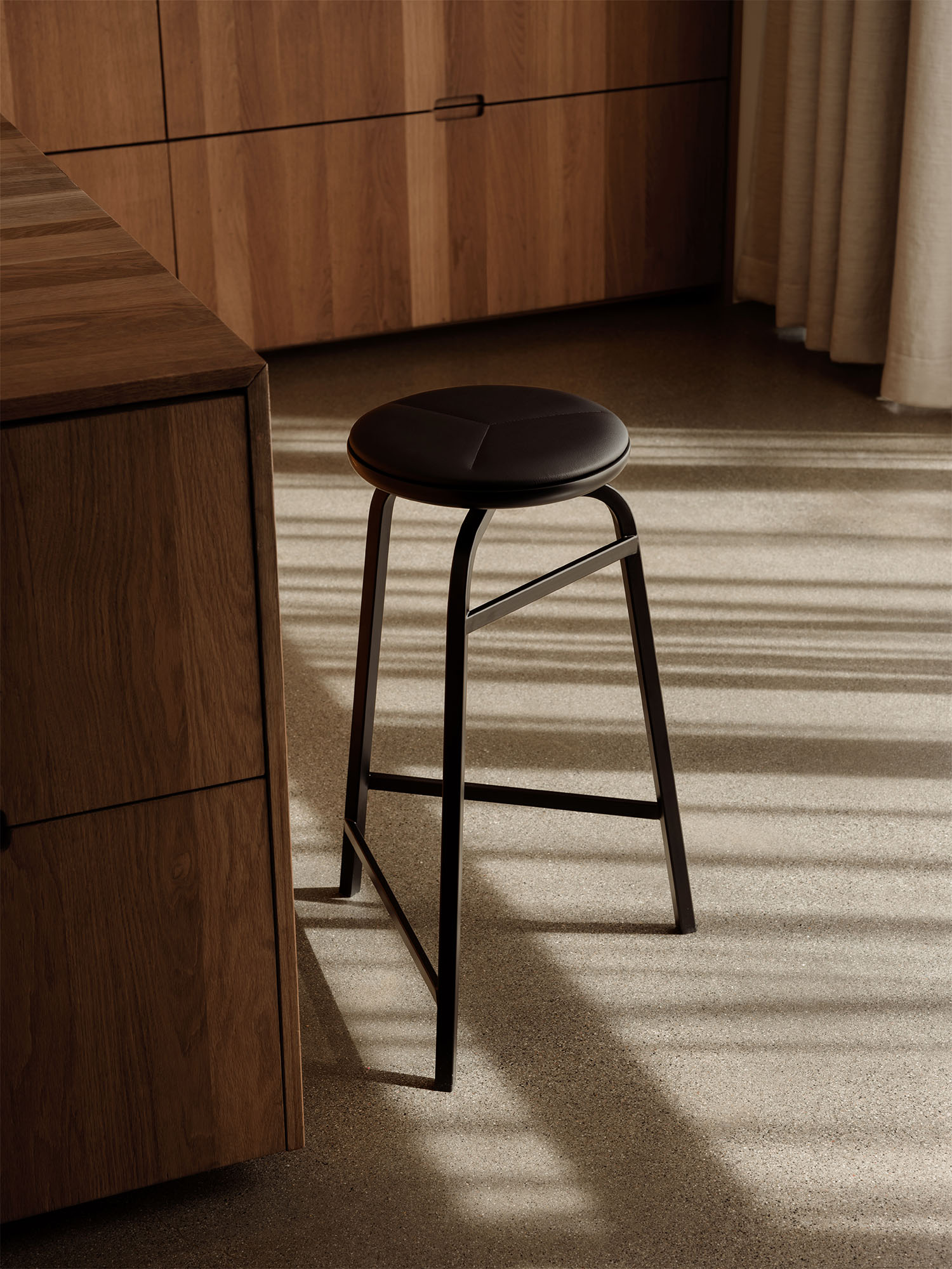 Treble_bar_stool_black_single_kitchen_Northern_Photo_Einar_Aslaksen_Low-res