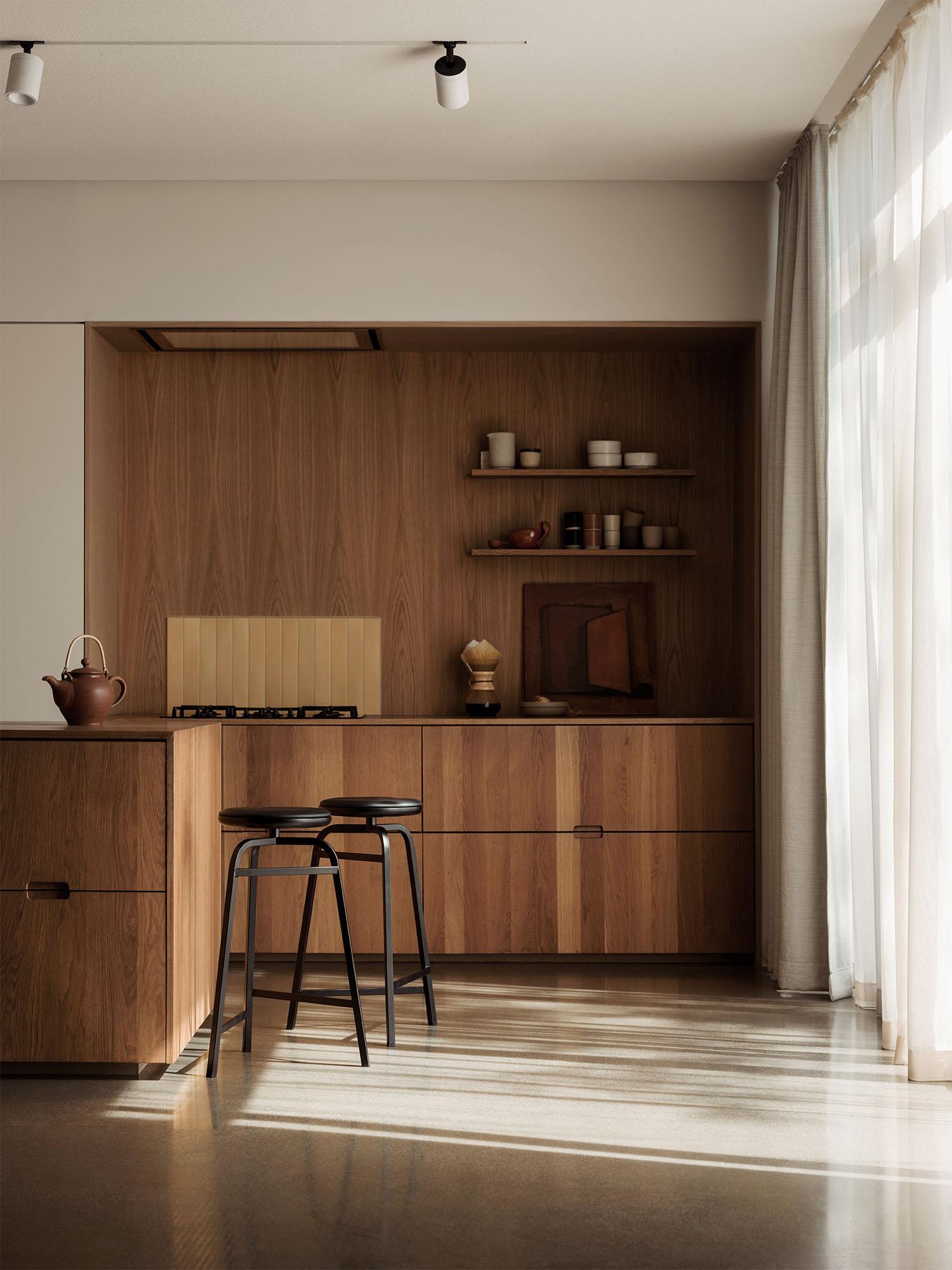 Treble_bar_stools_black_kitchen_Northern_Photo_Einar_Aslaksen_Low-res
